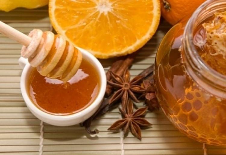 Прочистваща напитка с мед и канела за след празниците